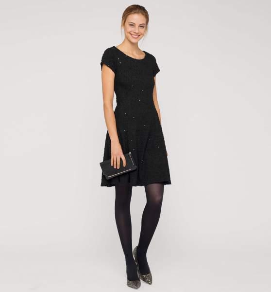 Vestido negro con vuelo