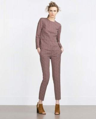 Zara-conjunto-cuerpo-y-pantalon-pitillo-estampado-geometrico