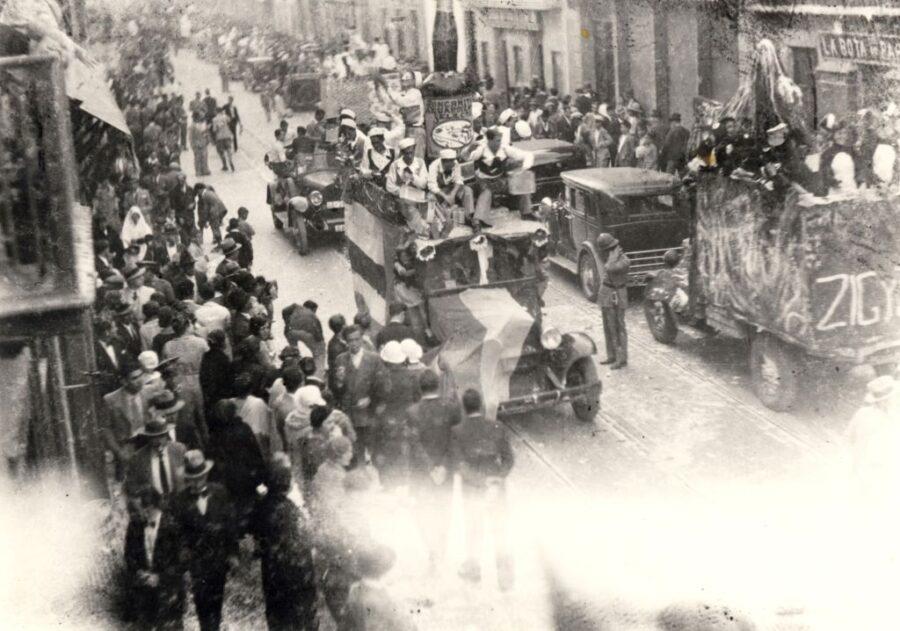 Carnaval Antiguo Las Palmas gran canaria.desfile triana 900x631 - Gran Canaria.- 'Las cabras y los machos de la Aldea', entre las tradiciones del Carnaval que el Cabildo transmitirá a escolares