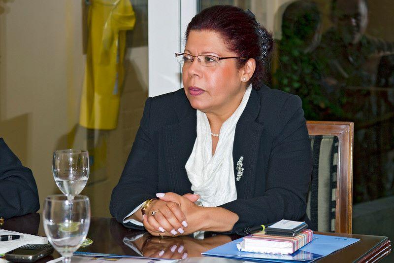 Amparo Beron Cardona  - Iberoamericanos en Reino Unido : Desamparados