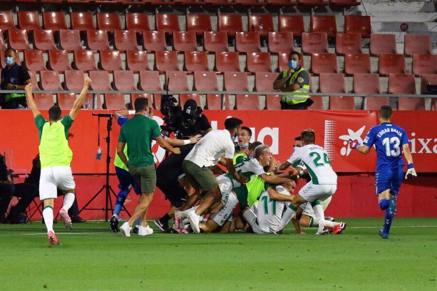 Girona 0 Elche1 04 900x600 - Girona Fc 0 - Elche 1 : El Elche asciende en Montilivi con gol último minuto ( con Galería de Foto )